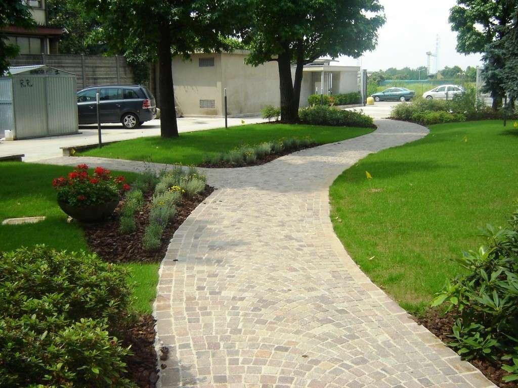 Progettare sentieri e vialetti il blog di stickerdesign - Vialetti da giardino ...