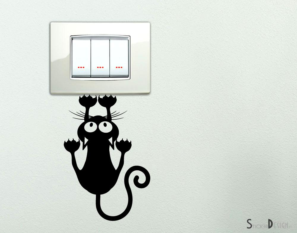 Sticker design vi presenta adesivo gatto curioso for Adesivi sul muro